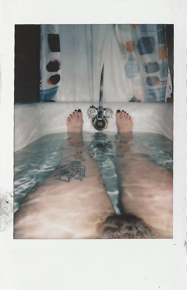Plaroids bath